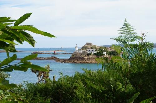Carantec ile Louet maison du phare.jpg