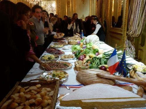 Buffet 14 juillet Ambassade de France Buenos Aires.jpg