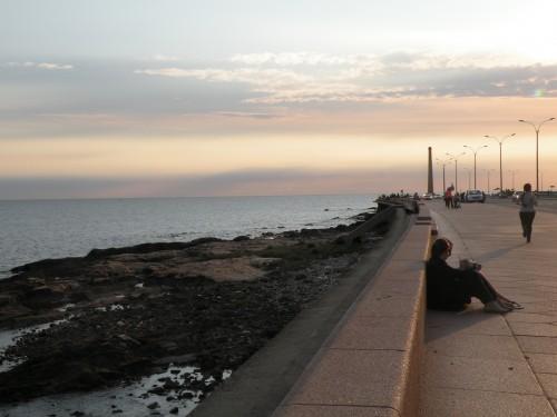 Coucher de soleil Rambla Montevideo.JPG