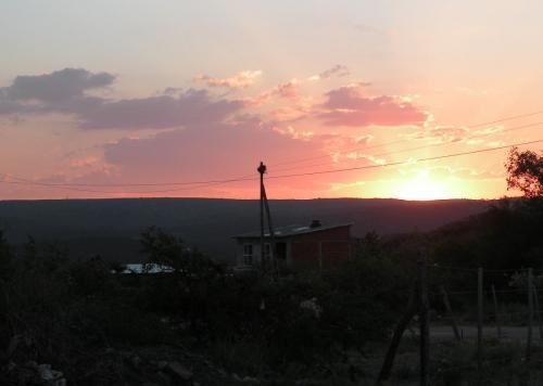 Cabane au coucher de soleil.JPG